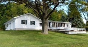 Norton's Lakeside Retreat 3 Bedrooms 3 baths beautiful cottage!